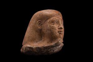 egipto-cabeza-de-estatua-cubo-en-piedra